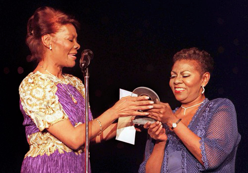 Dee Dee Warwick and Dionne at Pioneer Award from the Rhythm and Blues Foundation (1999)